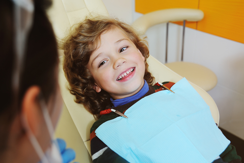 At What Age Do I Start Taking My Child to the Dentist?